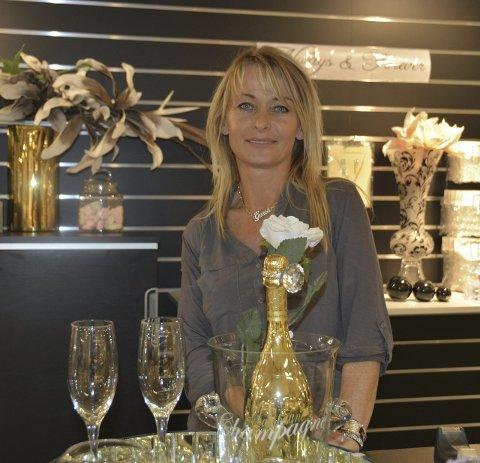 Elegant: Monica Kittilsen vil at møblene skal se elegante og dyre ut, men ikke koste skjorta. FOTO: LISE lotte nyrud