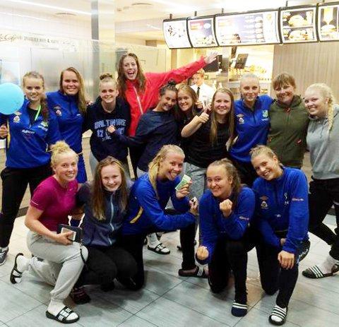 Dahle-jentene jubler etter seier mot Træff/Elnesvågen/Gossen. Foto: Privat