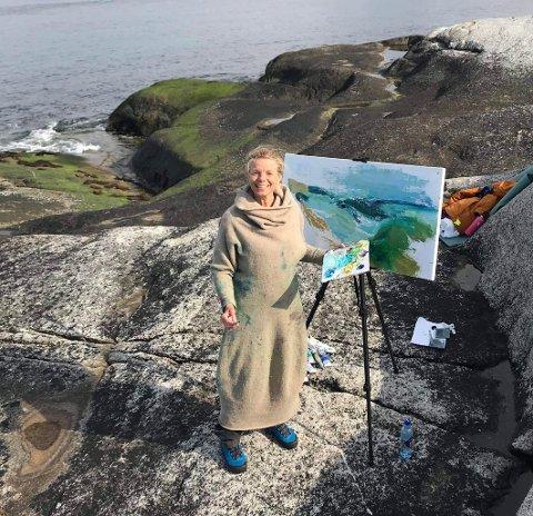 Utendørs: Tidligere i vår jobbet Anne Kristine Thorsby for første gang utendørs med bildene sine. – Det var en veldig flott opplevelse, selv om det også var veldig kaldt, sier hun.