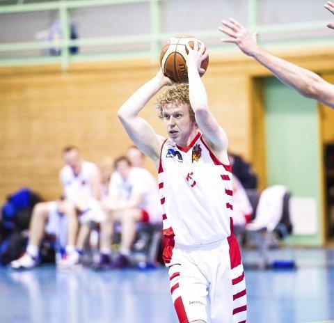BALLFØRER: Mathias Larsen hadde mye ballkontakt.