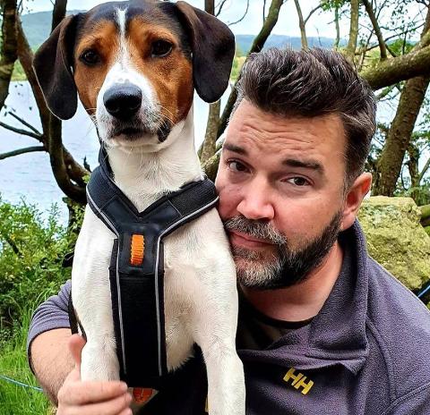 Espen Andre Jørgensen og hunden Luke er raskt blitt et radarpar. De to lærer litt av hverandre.