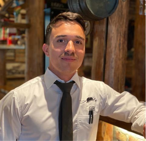 ELSKER JESSHEIM: Emilio Sepulveda kommer selv fra en liten by i Sverige og stortrives som restaurantdriver på Jessheim.