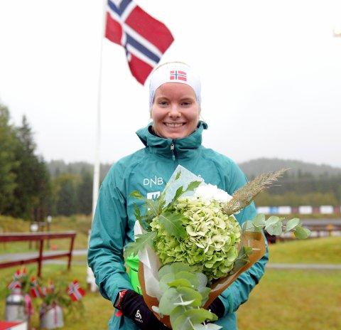 MEDALJ: Ragnhild Femsteinevik imponerte då ho blei nummer to og sikra seg sølv på sprinten i norgesmeisterskapen i rulleskiskyting i Steinkjer.
