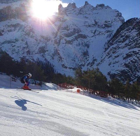 I FARTA: Bjarki Gudmundsson i aksjon under trening i VM-løypa i Cortina d'Ampesso. ALLE FOTO: PRIVAT