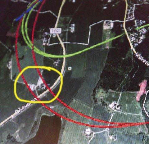 Spor: Gule sirkel markerer gårdstunet og rød strek Østre linje.