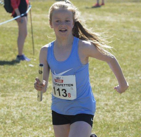 Klar til start: Moelven IL stiller hele fem lag i Hamar-stafetten. Melina Sofie Hansen løper åttende etappe for Moelven 10–14 år lag 1.
