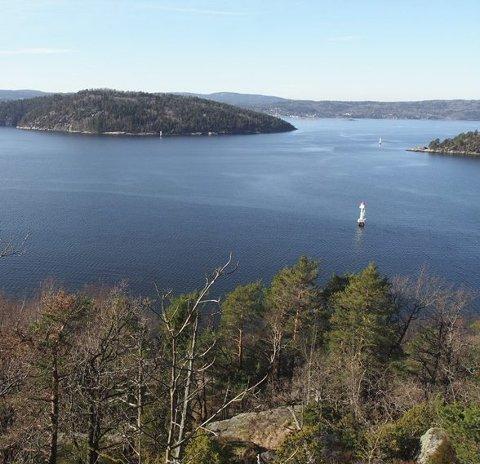 Bro her? Fra Digerud i Frogn mot nordre Håøya og Båtstø i Hurum. Foto: Øystein Giertsen