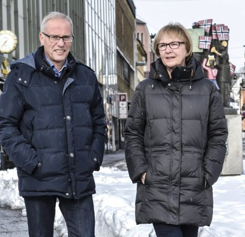 Fasteaksjonen: Oddvar Thorsen og Bjørg Vold håper på solide bidrag når bøssebærerne ringer på. Foto: Paal Even Nygaard