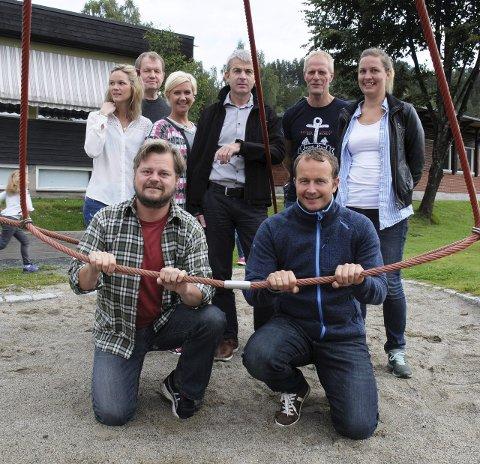 Fornøyd: Elevene er borte, men kontaktlærerne Anders Walle og Roar Slinde (foran) er der fremdeles.
