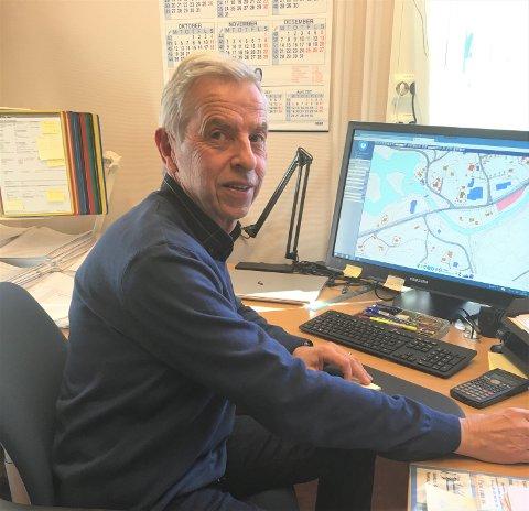 GIR SEG: Ove Hamre, leder for teknisk drift i Vestre Slidre kommune, har vært med på å bygge opp alle kommunale bygg siden 1976. I løpet av året takker han for seg, etter 44 års tjeneste.