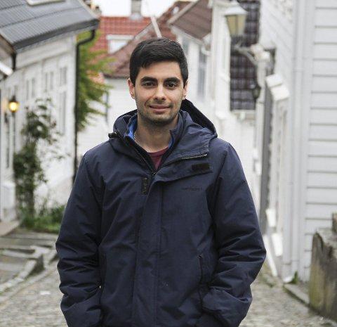 FRÅ PORTUGAL: Milan Chhagalal er født og oppvaksen i Portugal, no har han budd i Norge i tre år, og kan både prata og skriva norsk flytande.
