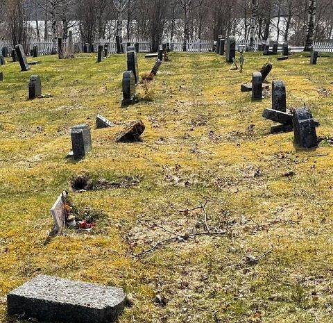Dårlig stand: Slik så det ut på gravplassen da Ørjan Holstad var innom lørdag 15. mai.