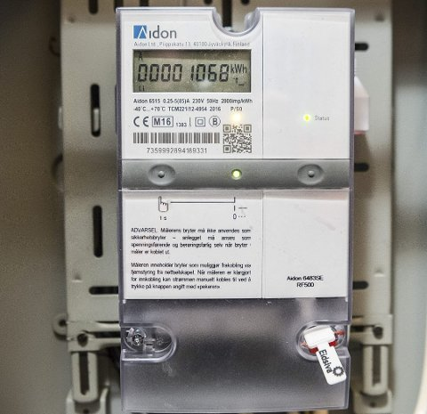 NY MÅLER: Tusenvis at husstander har fått ny strømmåler, og flere opplever at den viser økt forbruk.
