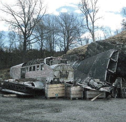 SISTE HVILE: I alle fall foreløpig. Slik ligger klenodiet i dag; inntil en bergvegg i Gratangen. Foto: Roald Kristensen