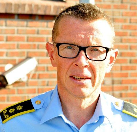 POLITIADVOKAT: Trond Lakselvhaug opplyser at det er gjennomført et avsluttende avhør av øyelege Jens Kratholm. Da ble han også presentert en utvidet bedragerisiktelse.