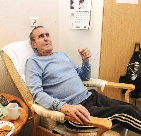 FASTBOENDE: Nils Konrad Rikoll (70) er blant dem som har bodd lengst på Marka. Lungeemfysem gjør at han kommer til å bli boende. – Jeg har det bra her. Når jeg ringer, får jeg hjelp med én gang, sier han.
