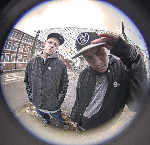 Søndags-hiphop: Rapperne Jaa9 & OnklP skal spille på Brannkassedagen på Hadeland folkemuseum søndag 21. juni.