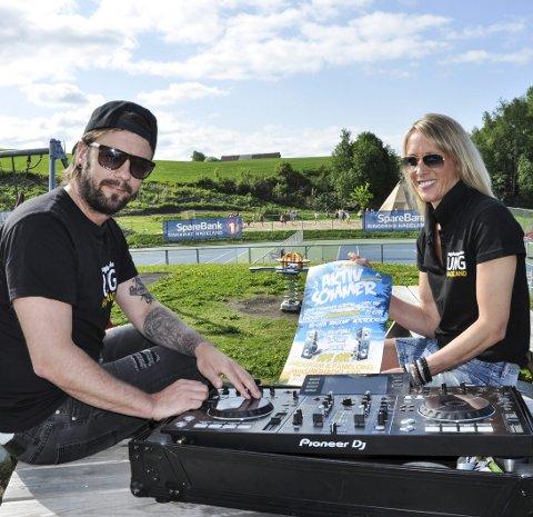 AKTIV SOMMER: Rune Larsen og Inger Reidun Fleischer har mye å tilby til de unge denne sommeren.