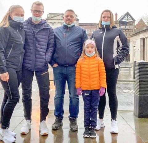 I ENGLAND: Elisabeth har fått besøk av kjæresten Simen, pappa Espen Nilsen, søster Emma Nilsen Halvorsen og mamma Lisbeth Halvorsen i England. Besøket kan bli lengre enn planlagt på grunn av et nytt koronavirus.