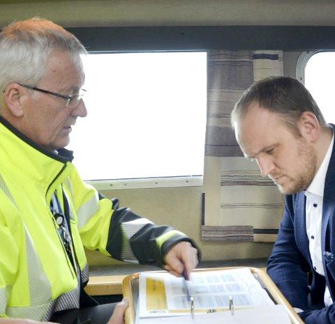 NÅ PRIORITERT:  Havnefogd Svein Arne Walle ga en grundig orientering om innseiling til tidligere samferdselsminister Jon Georg Dale. Nå er prosjektet prioritert i Nasjonal Transportplan for 2022-2033.