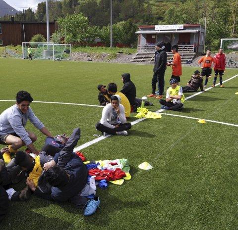 Venting: NNM i fotball for asylanter på Svenningsletta sist torsdag var en kosedag for nærmere et hundre deltakere.