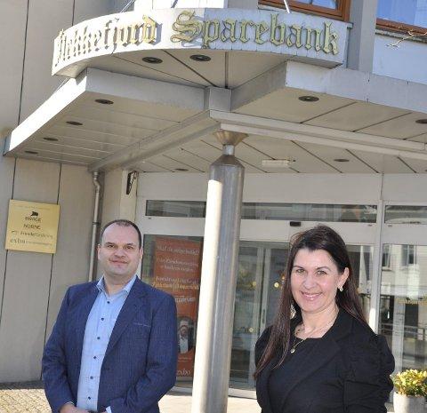 KREVENDE ÅR: Økonomisjef Atle Osen og administrerende banksjef Heidi Nag Flikka i Flekkefjord Sparebank legger bak seg et krevende år som likevel gir et solid resultat. Og ambisjonsnivået er høyt.