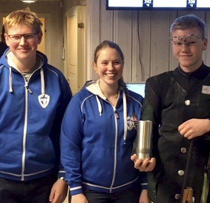Gull: Simen Finstad (t.v.), Ida Elisabeth Finstad og Håkon Klubnes fra Såner vant lagkonkurransen for seniorer.