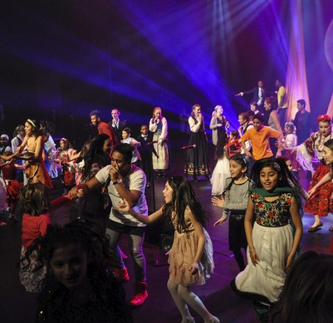 Flerkulturelt: Fargespill, her fra en forestilling tidligere i år, deltar under folkefesten. Arkivfoto: Per Albrigtsen