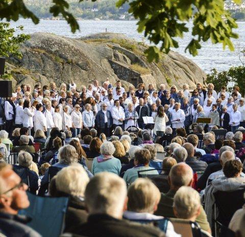 Kick: Nanset kirkes gedigne kor Kick er populære og spesielt kjent for sine flotte utendørskonserter på Tollerodden.