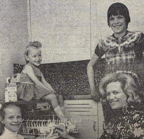 INDESIT OPPVASKMASKIN: Damilien Danielsen samlet rundt sin nye Indesit oppvaskmaskin, fra venstre døtrene Anne (11) og Gro (5), sønnen Jan-Idar (14) og fru Lisen Danielsen.