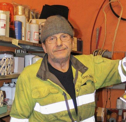 Lang karriere: Mange båtfolk har stiftet bekjentskap med Terje Lauritzen i årenes løp, og selv om det er bare noen måneder til han runder de 70, holder han fremdeles koken som båtfolkets mann på Gjerøya.