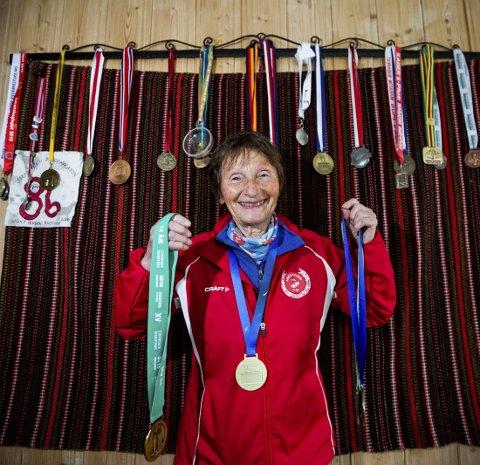 Mange medaljer: Rustlie er spesielt glad i den rundt halsen, som hun fikk i fjor, da hun vant gull i maraton under veteran-VM i Lyon.