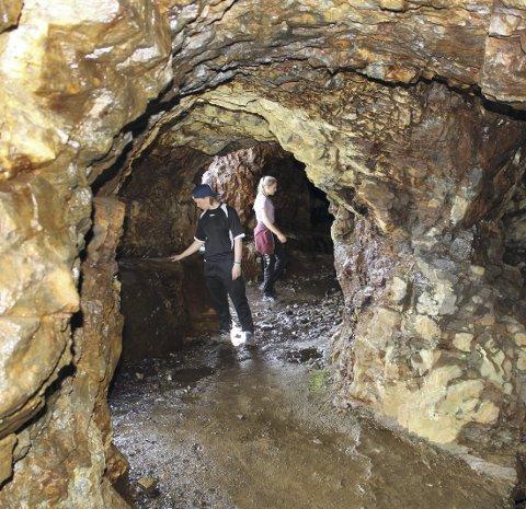 EDELSTENSGRUVE: En av turene går til smaragdgruvene på Byrud ved Minnesund. Her kan man finne vakre, grønne krystaller.