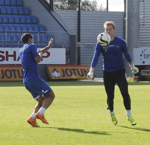 Skadefri: Jakob Busk (t.h) er skadefri etter flere uker på sidelinjen. Men dansken må sitte på benken mot Molde.