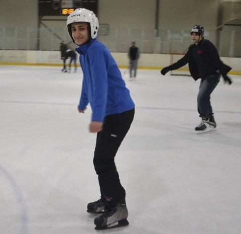 Vintergutt: Mohammad Tarek Almalat har tydeligvis talent for vinteridretter. I Kjerringåsen svingte han fint ned bakken fra første stund – og det å gå på skøyter tok han som en lek.