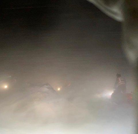 REDNINGSAKSJON: Her redder politiet kvinnen som onsdag ble værfast på Hardangervidda.