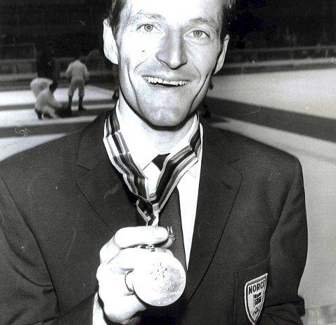 GULL: Fred Anton Maier med gullmedaljen han vant på 5000 meter under OL i Grenoble i 1968.