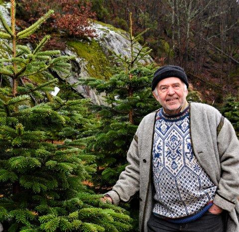 Erik Lindland ønsker å felle to rådyr som forsyner seg av edelgran på gården deres.