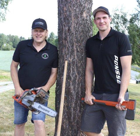 Aldri arbeidsledige: Hallerdalen Skogsdrift – det er far og sønn, Kristoffer Hallerdalen (t.v.) og Kristian Myrengen Hallerdalen.