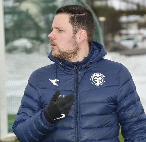 IRRITERT: MFK-trener Stein Ellingsen er irritert over at seriestarten mot Drammen BK er utsatt.