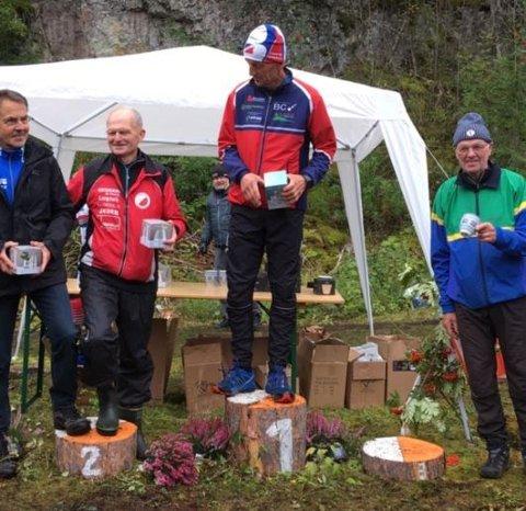 Per-Erik Østlie på seierspallen etter å ha vunnet sin NM-tittel i orientering.