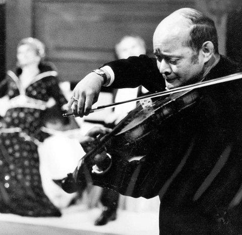 SOLO: Ray har vært solofiolinist på Den Norske Opera og spilt 20 år i britisk militærorkester.