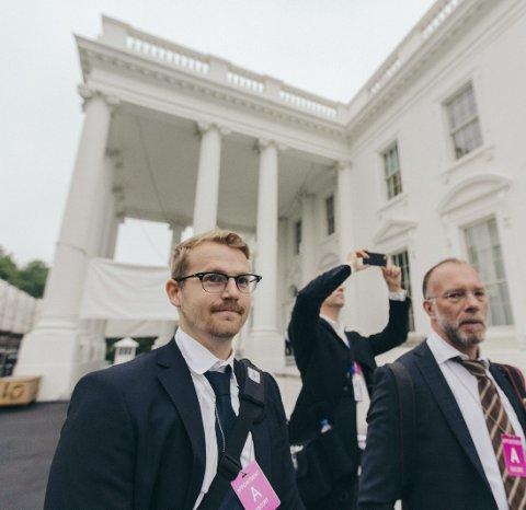 Som korrespondent i New York har Daniel Rosenquist (29) sett de store drømmene komme til live. Her er han på vei inn i Det hvite hus.