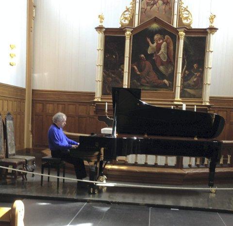 I Lofoten: Andras Schiff under en konsert i Vågan kirke i Kabelvåg.