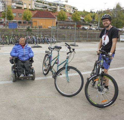 SYKLER: Sykler til ethvert bruk og i ulike størrelser kan lånes i BUA forteller Enger og Thanh.