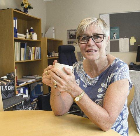 1 En epoke er over: Rektor Marit Rismyhr er i ferd med å rydde seg ut av kontoret sitt etter 28 år på Kråkstad skole. En epoke er over.