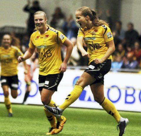 Den satt: Guro Reiten gledet seg langt mer over pasningen til Sophie Roman Haugs 3-0-scoring enn hennes egne to mål da Vålerenga nok en gang ble slått. Alle foto: Pernille Nielsen