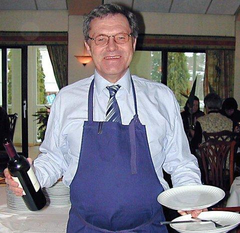 Jørn Witzøe: Det er kanskje slik mange husker mannen som har jobbet i hotell og restaurantbransjen i 55 år. I 19 år drev Jørn Witzøe Smaalenene hotell.