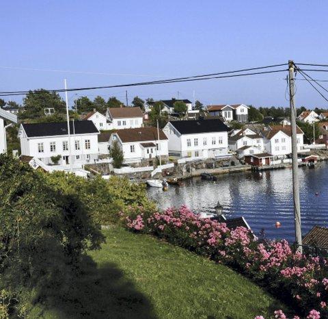 Lyngør: Fylkeskommunedirektøren mener det må gjøres en vurdering av hvilke eiendommer i Lyngør det skal være mulig med blant annet tilbygg, og hvilke eiendommer som ikke tåler mer bygningsmasse. Arkivfoto