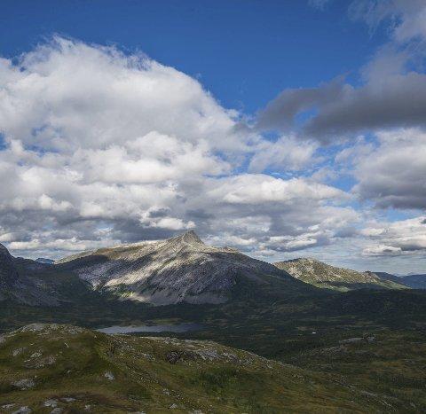 Mørsvikvasstinden er med i fjelltrimmen. Foto: Arkiv